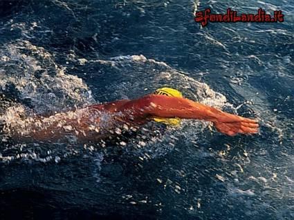 Invia nuoto come cartolina su facebook e whatsapp for Sfondilandia mare