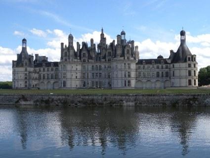 loira, castello più grande, maestoso, bianco, torri, cilindriche, bastioni, rocca, difesa, medioevo