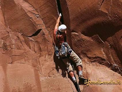 scalata, libera, arrampicarsi, pendii, corde, pichetti, moschettone, imbracare, borotalco, aderenza, presa, ramponi