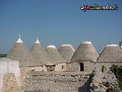 pietra, case, costruzioni, tipiche, puglia, alberobello, punta, tetto, cilindro, cono