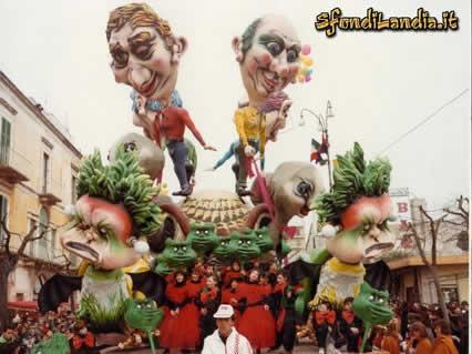 cartoline carnevale, feste, maschere, scherzi, divertimento, coriandoli, viareggio, carri allegorici, cartapesta, gomma piuma
