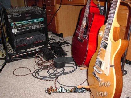 legno, acustica, suono, metallico, distorsore, amplificare, accordare, diapason, la, scordare, scordarsi, corde