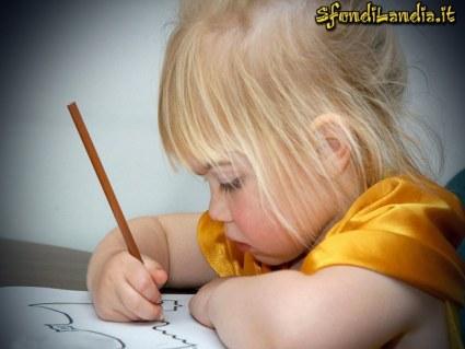 cartoline disegno, bambino che cresce, impegno di creatura, matita e gomma