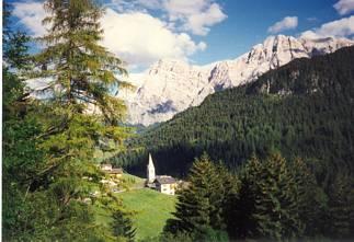 valle, verde, montagna, alberi, sempreverdi, costruzione, umana, chiesa, paesino