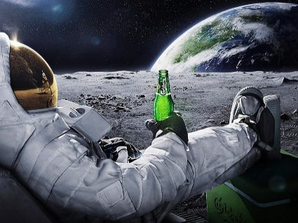 luna, birra, astronauta, vita, aliena, terra, tuta, ossigeno, divertente