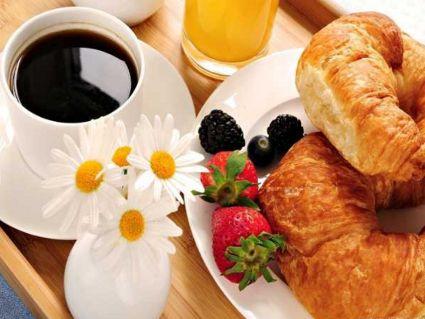 cornetti, caffe, te, frutti di bosco, colori, sapori