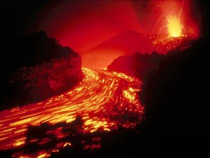 scoppio, lapilli, lava, eruzione, eruttare, lavica, magma, ceneri, polveri, infuocate, effusivo, esplosivo, cono, canale, camera, magmatica